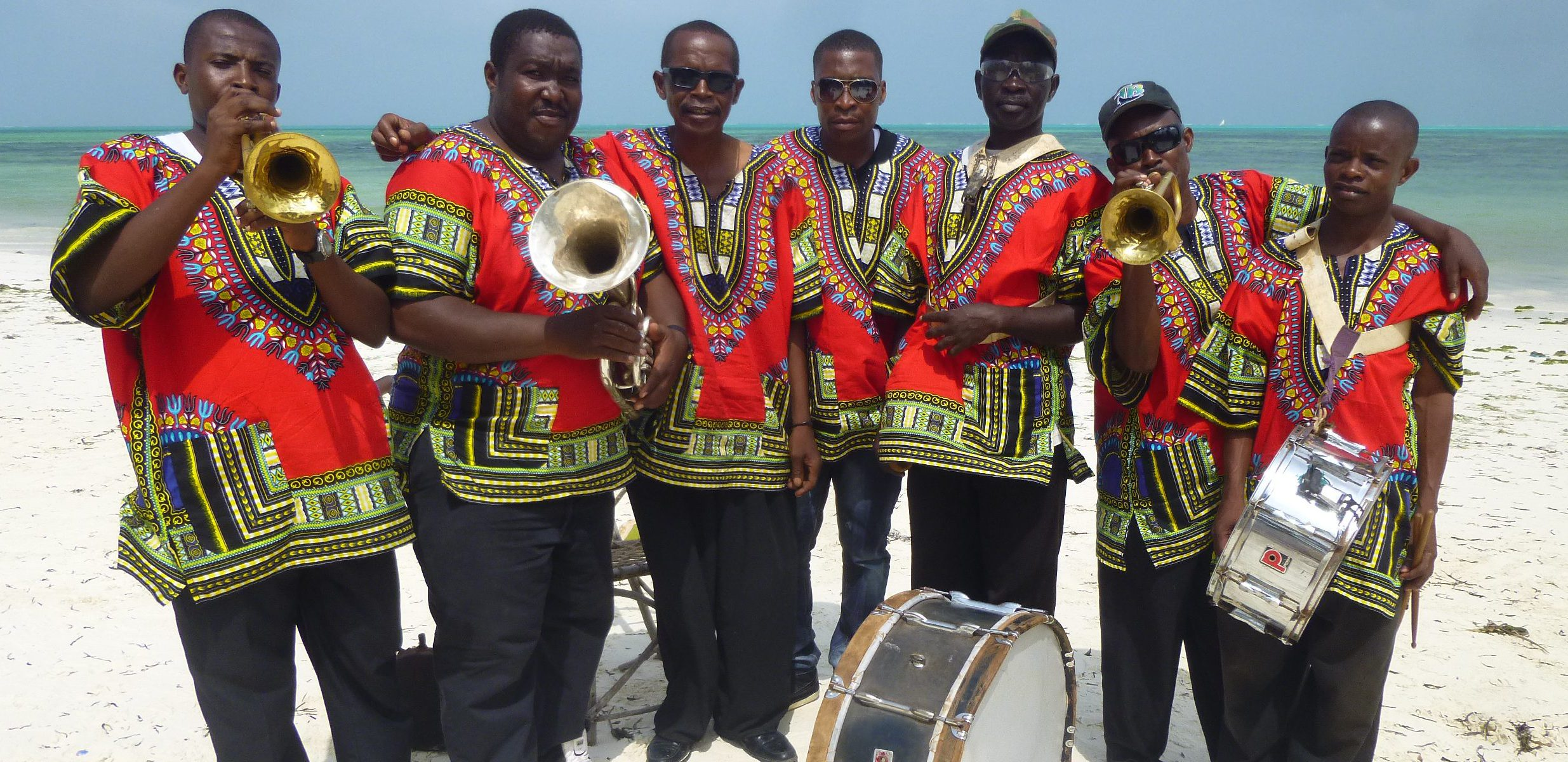 Happy New Year mit der Militärbrassband am Strand von jambiani